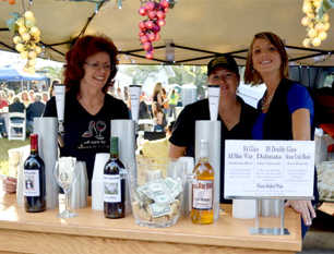 Enjoy food and drinks at the Stone Crab Jam